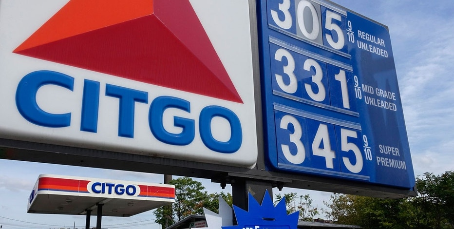 People fuel their cars at a Citgo gas station in Kearny, New Jersey September 24, 2014.