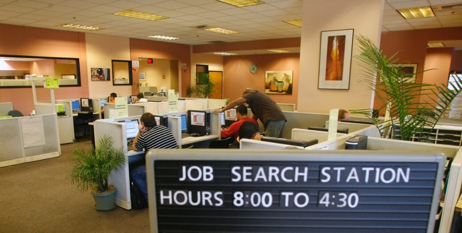 People search for jobs on computers at the Verdugo Jobs Center, a partnership with the California Employment Development Department, in Glendale, California November 7, 2008. The U.S. unemployment rate shot to a 14-1/2 year high last month as employers slashed jobs by an unexpectedly steep 240,000, suggesting President-elect Barack Obama will face a deep recession when he takes office. REUTERS/Fred Prouser        (UNITED STATES) - RTXADF8