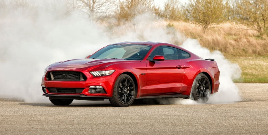 2016 Ford Mustang doing burnout FBN