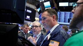 Wall St. ends up after economic data&#x3b; S&P up for a fifth week