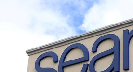 Sears offers record discounts to lure holiday shoppers