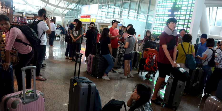Bali's Mount Agung volcano forces airport to close for second day
