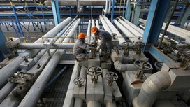 Oil hovers near three-year high despite rising U.S. output
