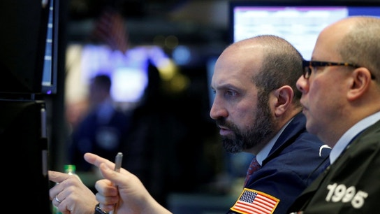 US stocks range bound as government shutdown hits third day