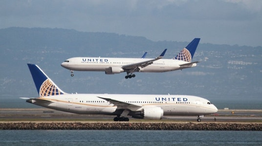 United Airlines reports higher fourth-quarter profit