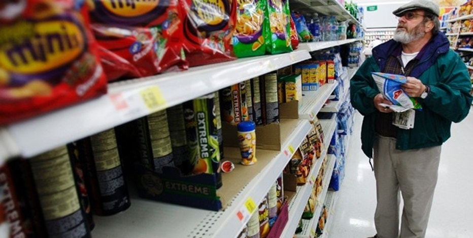 Michael Lipsitz picks out a bag of chips while grocery shopping at the WalMart in Crossville, Tennessee March 21, 2008.  Food prices are soaring, a wealthier Asia  is demanding better food and farmers can?t keep up. In short, the world is in a food crisis that is in danger of boiling over.  REUTERS/Brian Snyder    (UNITED STATES)