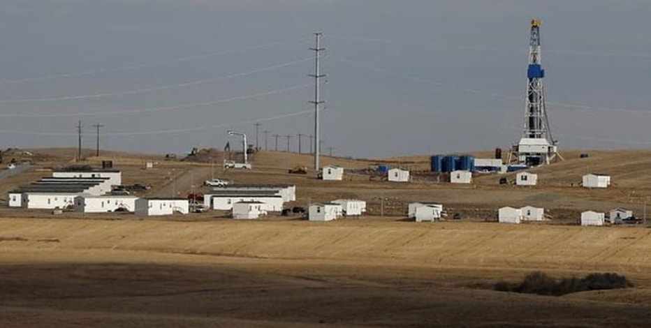 An oil drilling rig and housing for workers is seen outside Williston, North Dakota, October 19, 2012. Thousands of people have flooded into North Dakota to work in state's oil drilling boom.