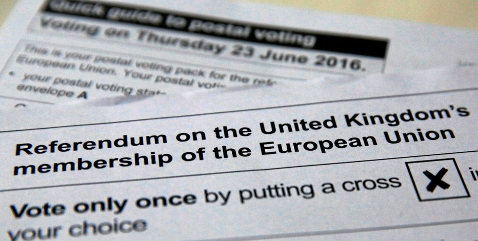 Illustration picture of postal ballot papers June 1, 2016 in London ahead of the June 23 BREXIT referendum when voters will decide whether Britain will remain in the European Union.   REUTERS/Russell Boyce - RTX2F83Z