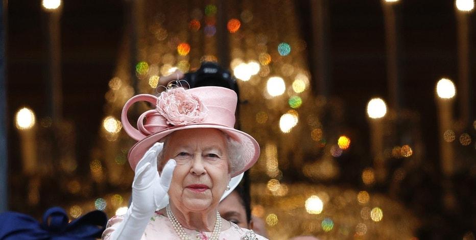 Britain's Queen Elizabeth waves as she stands on the balcony of Liverpool Town Hall in Liverpool, Britain June 22, 2016. REUTERS/Phil Noble  - RTX2HJZ8