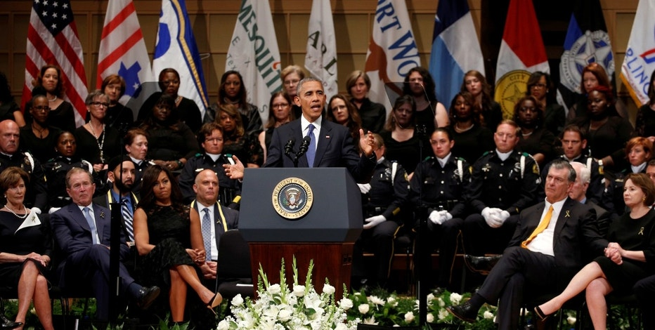 U.S. President Barack Obama speaks during a memorial service for five policemen killed last week in a sniper attack in Dallas, Texas July 12, 2016. REUTERS/Kevin Lamarque  - RTSHMEF