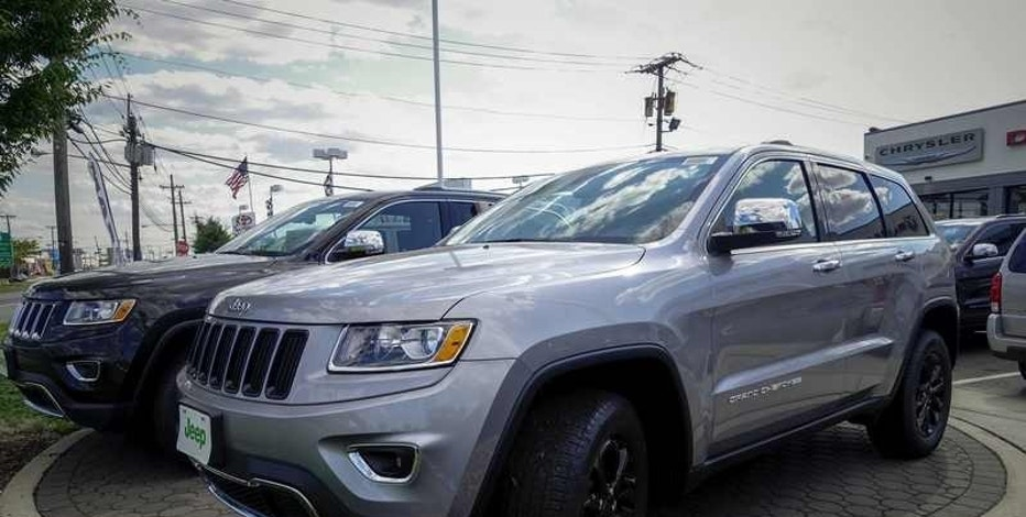 The 2015 Jeep Grand Cherokee is exhibited on a car dealership in New Jersey July 24, 2015.  REUTERS/Eduardo Munoz/File Photo