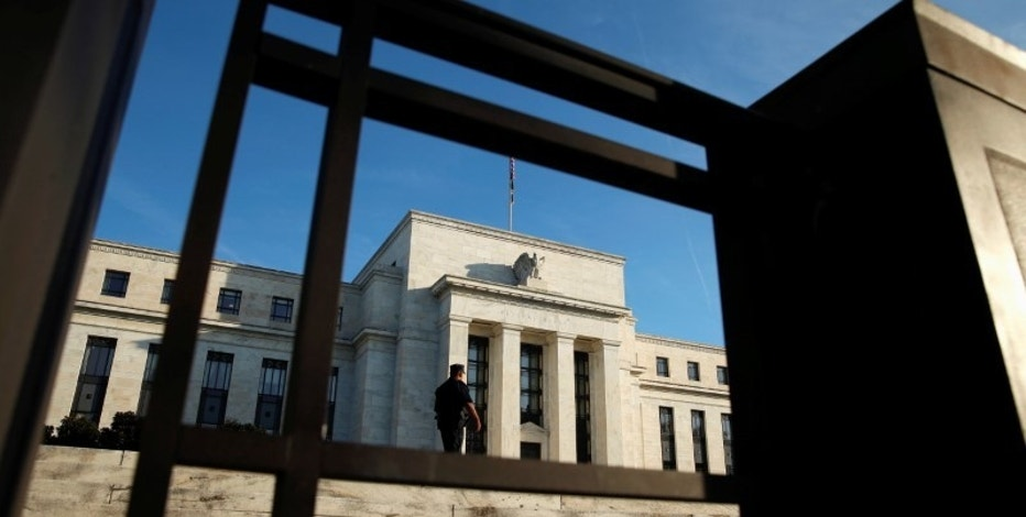 A police officer keeps watch in front of the U.S. Federal Reserve in Washington October 12, 2016. REUTERS/Kevin Lamarque - RTSRYC8
