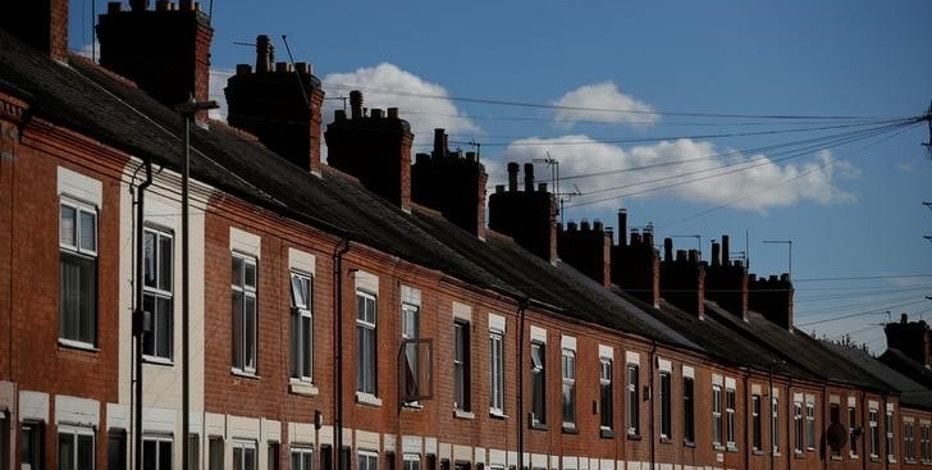 A row of terraced houses is seen in Leicester central England October 18 , 2016.  REUTERS/Phil Noble