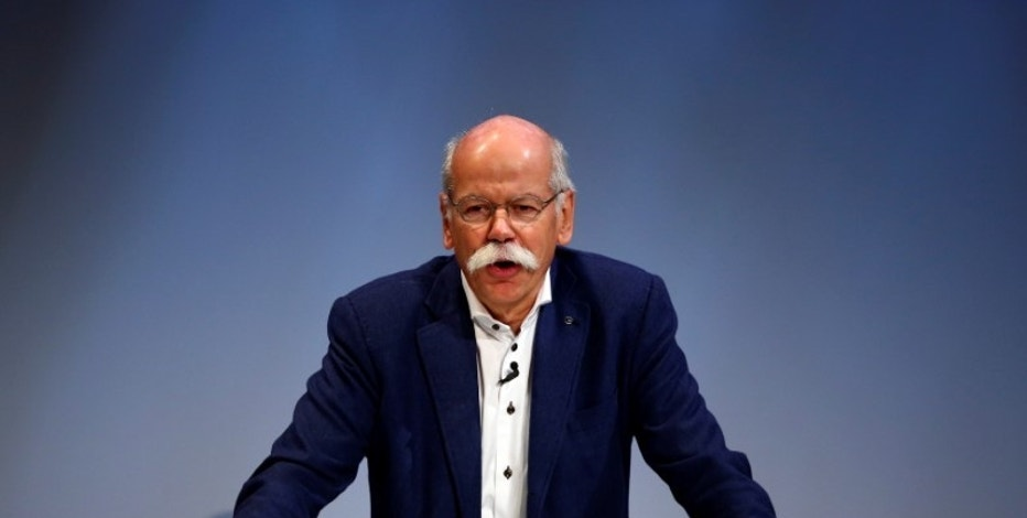 Dieter Zetsche, CEO of Daimler and Head of Mercedes-Benz, gives a speech during the Handelsblatt Automotive Summit 2016 in Munich, southern Germany, November 9, 2016.    REUTERS/Michael Dalder