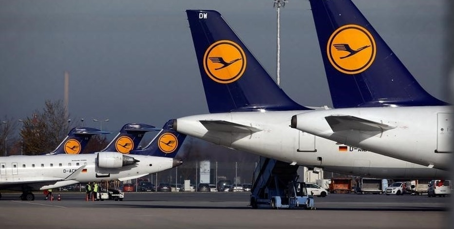Planes stand on the tarmac during a pilots strike of German airline Lufthansa at  Munich airport, Germany, November 23, 2016. REUTERS/Michael Dalder