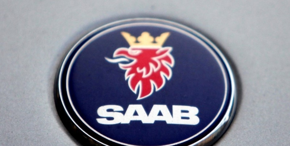 The logo of Swedish manufacturer Saab is seen on a car in Prague June 13, 2012. REUTERS/David W Cerny/File Photo