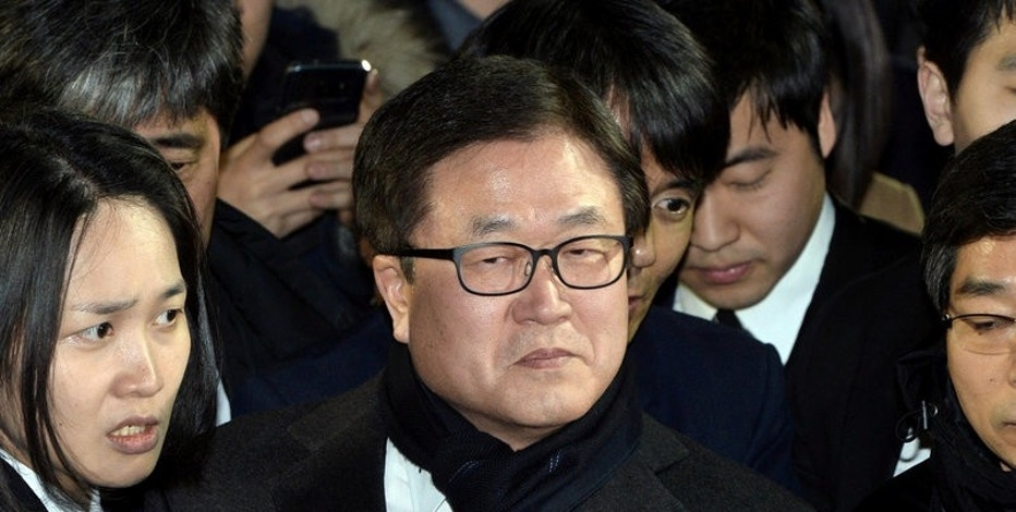 Samsung Electronics Co Ltd president Park Sang-jin leaves court in Seoul, South Korea February 16, 2017. Picture taken on February 16, 2017. Choi Jae-koo/Yonhap via REUTERS