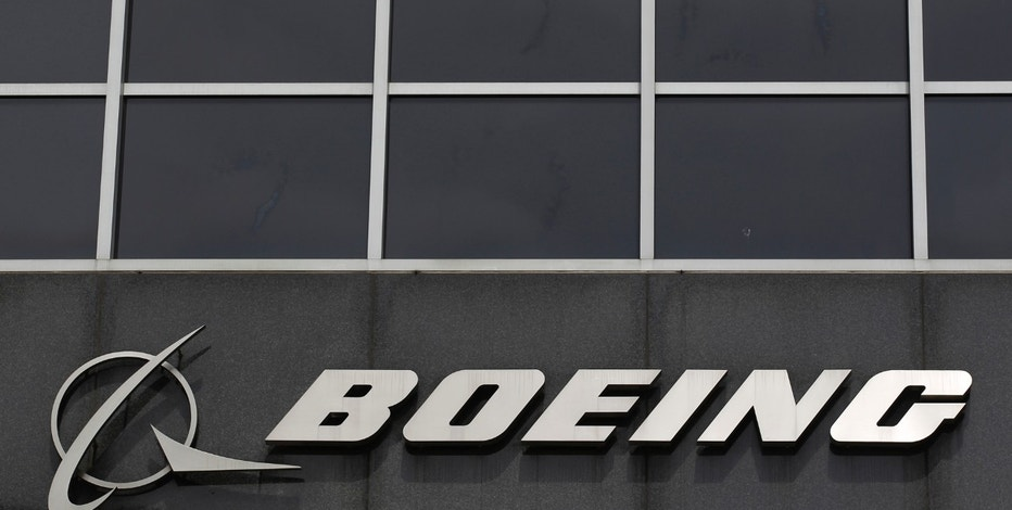 The Boeing logo is seen at their headquarters in Chicago, April 24, 2013. Boeing Co's first-quarter earnings jumped nearly 20 percent, handily beating analysts' estimates and showing little impact from the 787 Dreamliner problems, sending the company's shares up more than 3 percent in midday trading. REUTERS/Jim Young (UNITED STATES - Tags: TRANSPORT BUSINESS LOGO) - RTXYYNQ
