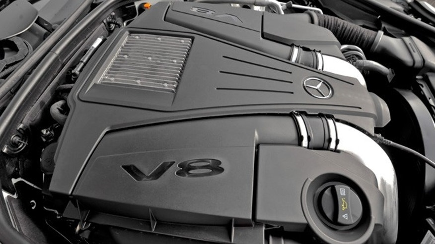 V8 engine in Mercedes-Benz SL550