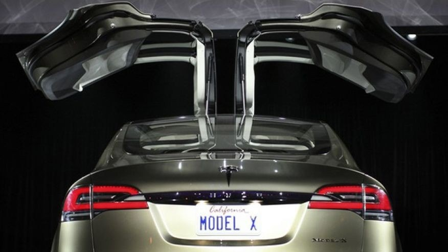 "Tesla Model X with ""falcon doors"""