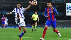 FC Barcelona's Neymar Jr., right, duels for the ball with Real Sociedad's Carlos Martinez during the Spanish La Liga soccer match between FC Barcelona and Real Sociedad, at Anoeta stadium in San Sebastian, northern Spain, Sunday, Nov. 27, 2016. (AP Photo/Alvaro Barrientos)