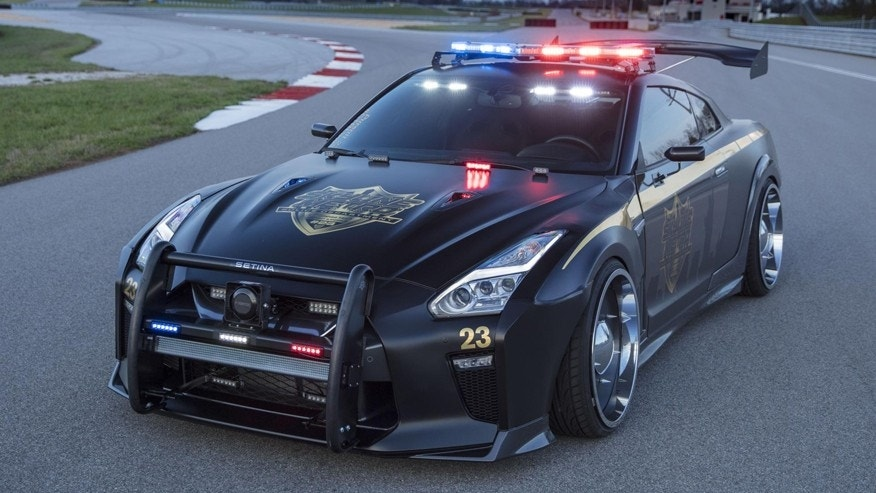 You Can T Run From The Nissan Gt R Police Pursuit Fox News