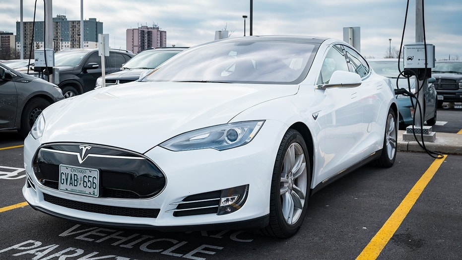 Tesla sets cannonball run style record for an electric car fox news the new record was broken by a tesla model s malvernweather Image collections