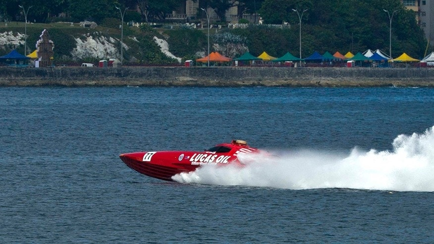 Boat racing team sets record for Florida to Cuba crossing