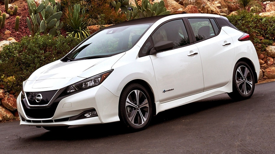 2018 nissan leaf revealed with longer range lower price. Black Bedroom Furniture Sets. Home Design Ideas