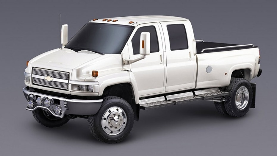 the biggest chevy silverado ever is on the way next year