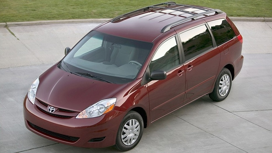 Toyota recalls 310000 Sienna minivans for rollaway risk