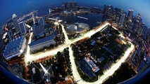 The Singapore F1 Grand Prix street circuit lights up ahead of the night race in Singapore September 14, 2017. REUTERS/Edgar Su - RC144E73DBE0