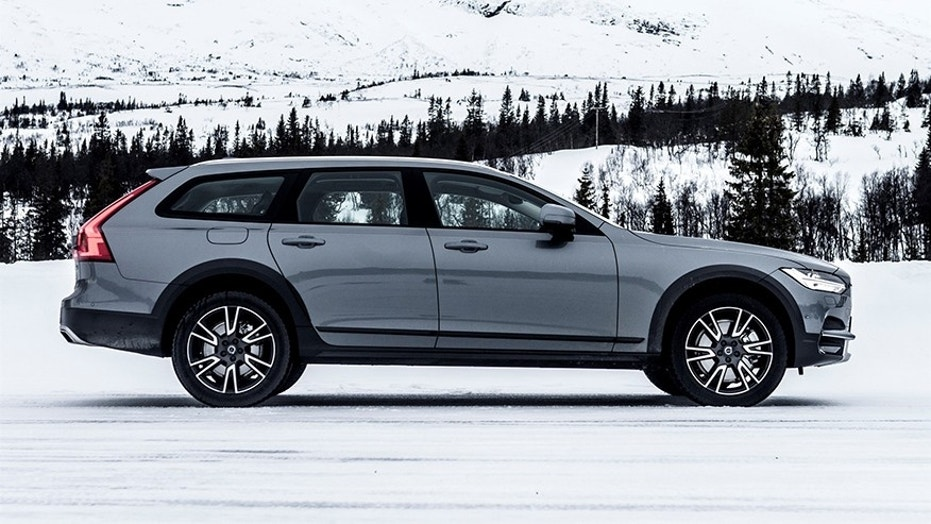 2017 Volvo V90 Cross Country Test Drive