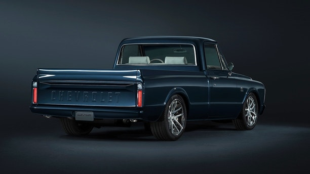 1967 C10 Centennial SEMA Truck – This truck leverages many of the same design details on the 2018 Centennial Edition Silverado and Colorado, from the Centennial Blue paint color to the heritage bowtie emblems.