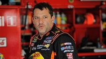 NASCAR Sprint Cup Series driver Tony Stewart, of the number 14 car, speaks with crew members in the garage during practice for the Daytona 500 qualifying at Daytona International Speedway in Daytona Beach, Florida, February 16, 2013. REUTERS/Brian Blanco (UNITED STATES - Tags: SPORT MOTORSPORT) - GM1E92H0E3P01