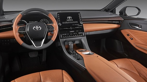 Toyota to debut Apple CarPlay integration with 2019 Avalon