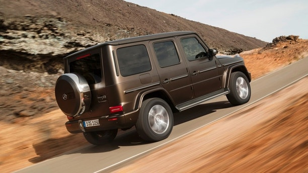 detroit auto show the 2019 mercedes benz g class is an all new suv that looks like an old one. Black Bedroom Furniture Sets. Home Design Ideas