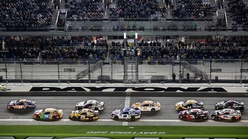 Denny Hamlin (11) and Kyle Busch (18) leads at the start of the second of two qualifying auto races for the Daytona 500 at Daytona International Speedway, Thursday, Feb. 15, 2018, in Daytona Beach, Fla. (AP Photo/John Raoux)