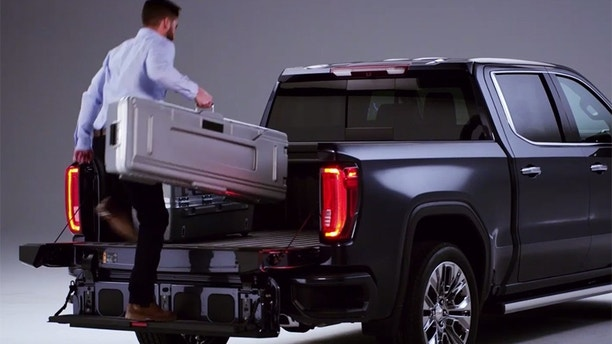 The 2019 GMC Sierra is the first pickup with a carbon ...