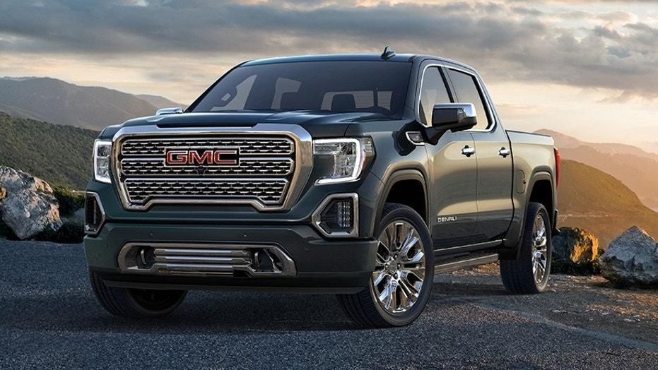 GMC Sierra Denali Drops with a Split-Folding Tailgate