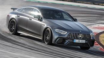 Mercedes-AMG GT 63 S 4MATIC+ 4-Türer Coupé, AMG Carbon-Paket, Exterieur: Außenfarbe: Graphitgrau magno, Kraftstoffverbrauch kombiniert: 11,2 l/100 km; CO2-Emissionen kombiniert: 256 g/km //
