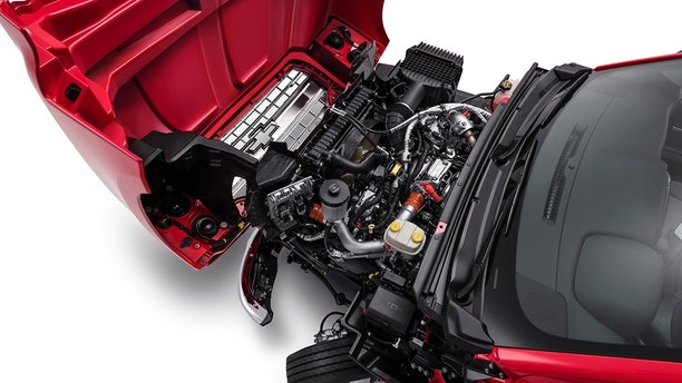 """Easy to Service: the Chevrolet Silverado features a lightweight, front-hinged """"clamshell"""" hood, combined with a 50-degree wheel cut, allows easy """"walk up"""" access to under-hood components"""