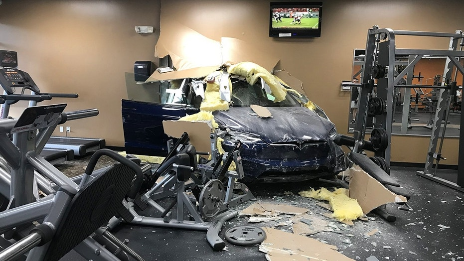 Video captures the moment a Tesla crashes into a gym | Fox News
