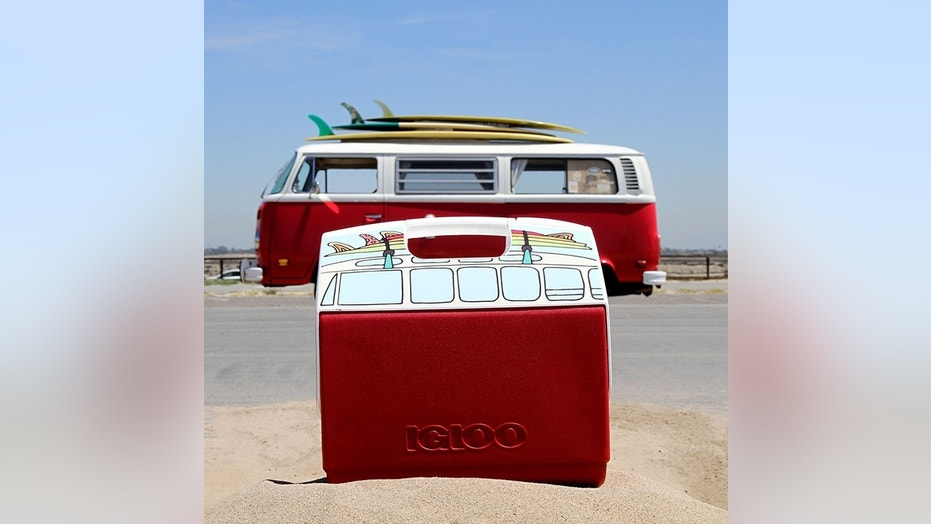 Art Butler Auto >> Igloo makes a VW Microbus-shaped cooler with surfboards on top | Fox News
