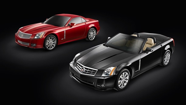 (L to R) 2009 Cadillac XLR-V and XLR. X09CA_XL012  (United States)