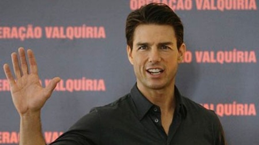 "** CORRECTS MONTH TO FEB. ** U.S. actor Tom Cruise waves during a photo call to promote his movie ""Valkyrie"" in Rio de Janeiro, Tuesday, Feb. 3, 2009.  (AP Photo/Ricardo Moraes)"