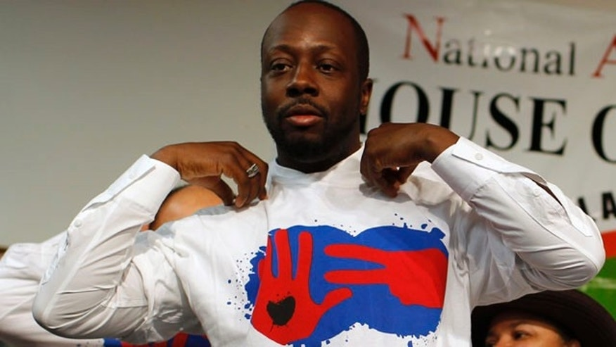 Wyclef Jean dons a tee shirt from his Yele Haiti foundation in New York, January 27, 2010. (Reuters)