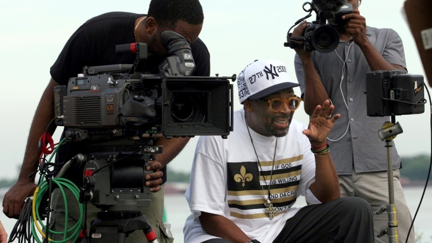 30 May 2010. New Orleans, Louisiana, USA.   Spike Lee on the set of his latest movie for HBO. 'If God is Willing and the Creek Don't Rise.' Photo; Charlie Varley.