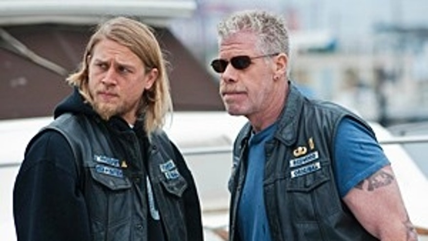 SONS OF ANARCHY: L-R: Charlie Hunnam and Ron Perlman in SONS OF ANARCHY airing Tuesday, September 7 at 10 PM e/p on FX. CR: Prashant Gupta / FX.