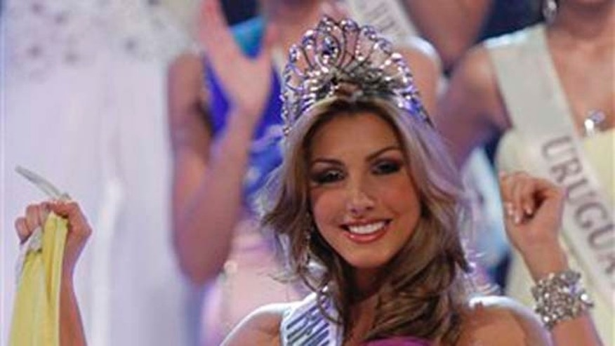 Venezuela's Caroline Medina smiles after winning the Reina Hispanoamericana 2010 beauty pageant in Santa Cruz de la Sierra, Bolivia, Thursday, Nov. 25, 2010. (AP Photo/Juan Karita)